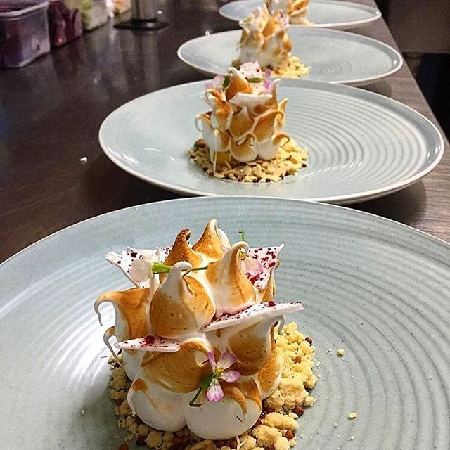 Now that is a great looking lemon meringue pie! Dessert uploaded by @phils_kitchen_nz #gastroart