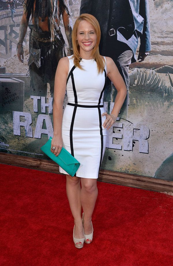 We love Katie Leclerc's red carpet look!