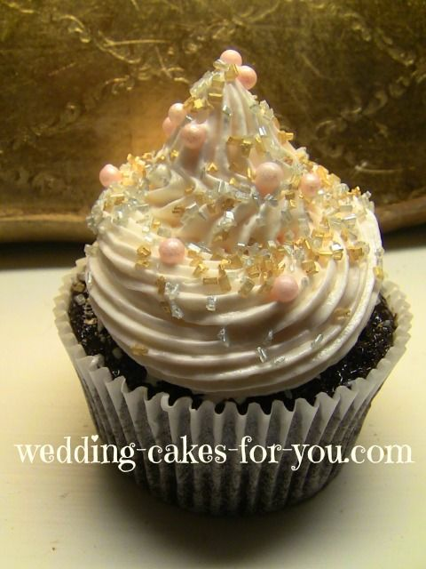 Close up of the elegant cupcakes that adorned Sarah and mikes Cupcake wedding cake.