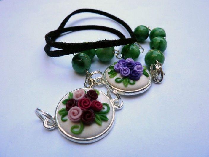 #pendant with violet and burgundy roses with green stones in polymer clay handmade - Ciondolo con roselline violetta e bordeaux con pietre dure verdi in fimo fatto a mano