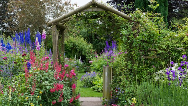 Get the Look: English Cottage Garden (Zone: 3 – 7) - great tips for choosing plants