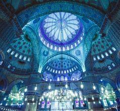 Sultanahmet Camii restore edilecek  399 yıllık Sultanahmet Camisi'ni tabanından minaresine kadar kontrolden geçirildi 6 minaresinden birinin kaydığı görüldü.  http://www.propertyturk.net/haberler.sultanahmet-camii-restore-edilecek.6359.aspx