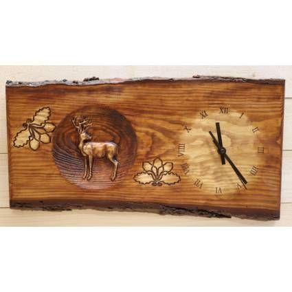 Vadászatot kedvelő szeretteinknek kedves ajándék ez a fa falióra.