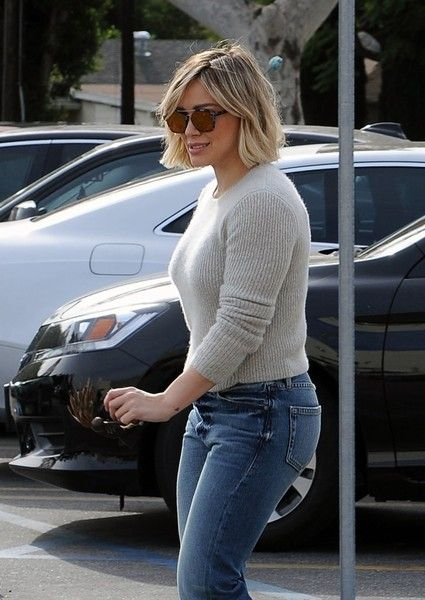 Hilary Duff Photos - Singer and actress Hilary Duff stops by Gelson's in Studio City, California to pick up some last minute holiday essentials on Christmas Eve, December 24th, 2015. Hilary is enjoying quality family time after spending months flying back and forth to New York filming season two of her TV show 'Younger.' - Hilary Duff Stops For Christmas Essentials