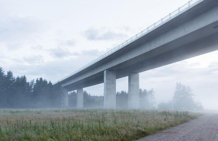 Gottlieb Paludan Architects provided architectural and landscape-architectural consultancy services in connection with the construction of the motorway bridge across Funder River Valley, near Silkeborg in Jutland.