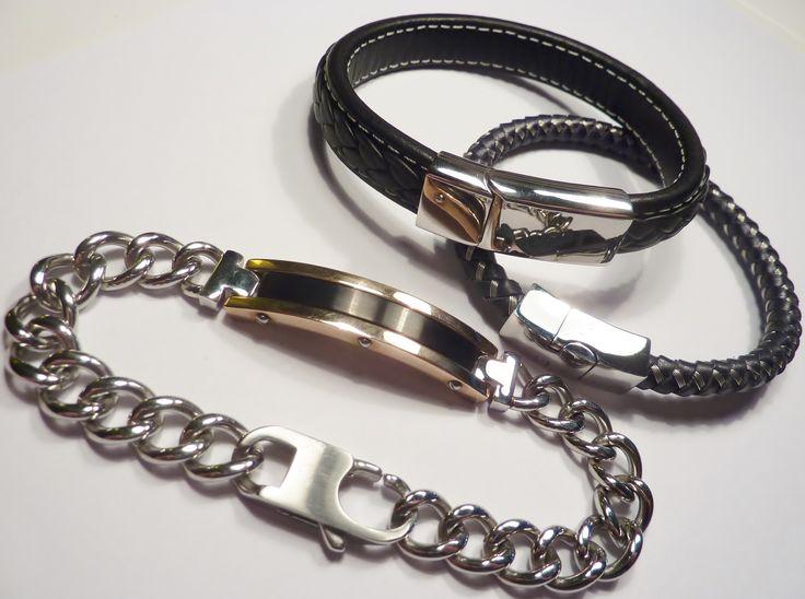 Ja, det var ett tag sen... Nytt i butiken är 3 supersnygga armband. Dessutom lite lagerpåfyllnad av en del populära smycken. Ni som handlat hos igelberg.se får mer än gärna fylla Facebook eller Gästboken på hemsidan med kommentarer, både ris o ros är välkomna. Man lär sig mycket av båda delarna. Ha en bra vecka! #herrsmycken #metal #smycken #ringar #armband #halsband #biker #present #läder