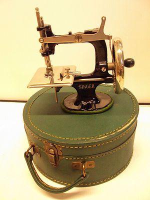 Para algunas, esta Singer era el mejor juguete del mundo. Y ahora, ¿cuál es tu máquina favorita? #vintage #Singer #costura
