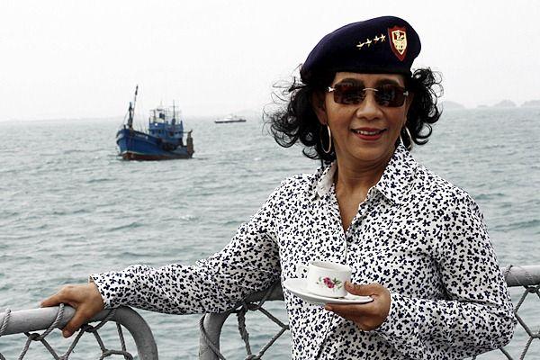 Ternyata Menteri Susi Pudjiastuti Mempunyai Tato yang Keren di Kaki Sebelah Kiri, Ini dia gambar tato nya