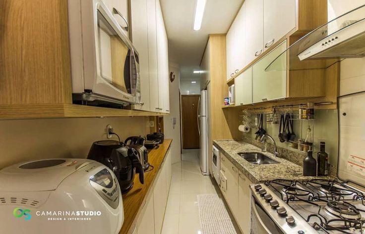 Apartamento com cara de casa - Estilo rústico: Cozinhas rústicas por Camarina Studio