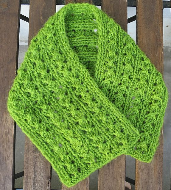 Easy Winter Column Lace Scarf pattern by Ratchadawan