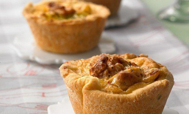 Pikante Mini-Quiches aus der Muffinform mit Porree (Lauch), Walnüssen, Schinken und Tomaten