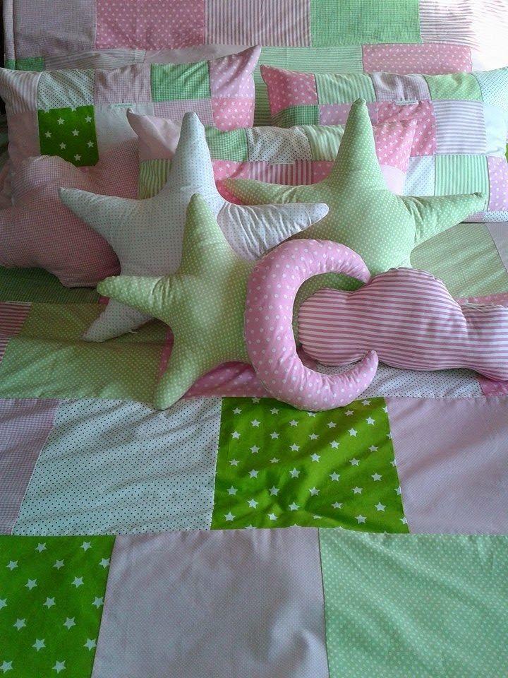 Era Uma Vez Uma Ervilha: Um quartinho em verde e rosa - colcha e almofadas reversiveis e protector de berço.