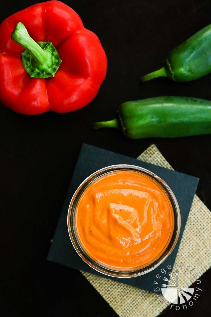 This Spicy Roasted Red Bell Pepper Sauce recipe #vegan #glutenfree | www.vegetariangastronomy.com