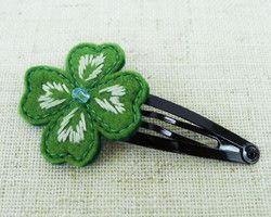 """hair pin - clover"" embroidered leaves with felting ponpon Ⓒ HAPPa-Ya Nagako Ono  URL: http://happa-ya.net #craft #felting #clover"