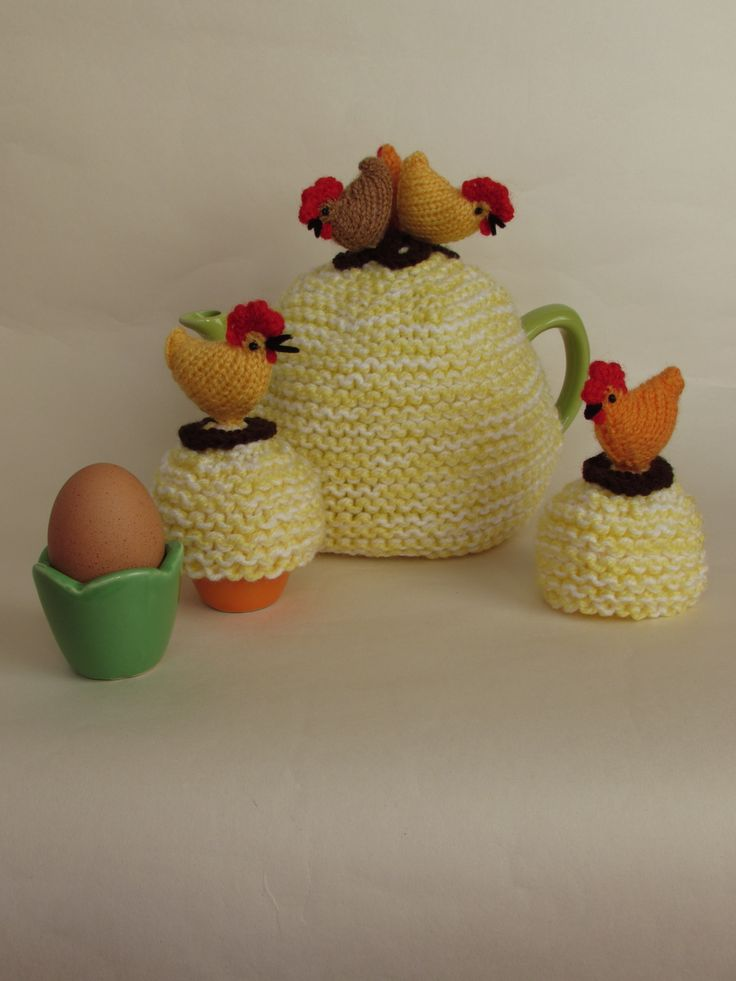 Knitted Chicken Tea Cosy Pattern : 1000+ images about Flower tea cosy on Pinterest Crochet tea cosies, Tea coz...