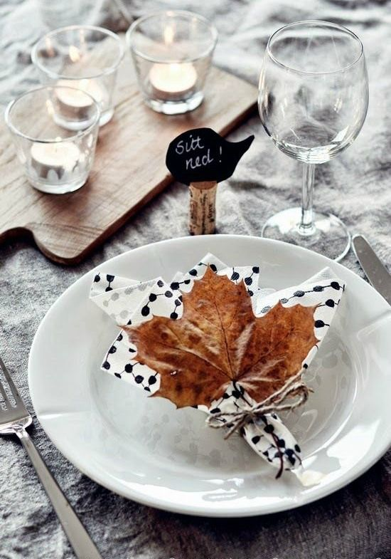 Passion Shake | 10 Autumn/Winter table setting ideas | http://passionshake.com leaf and napkin setting