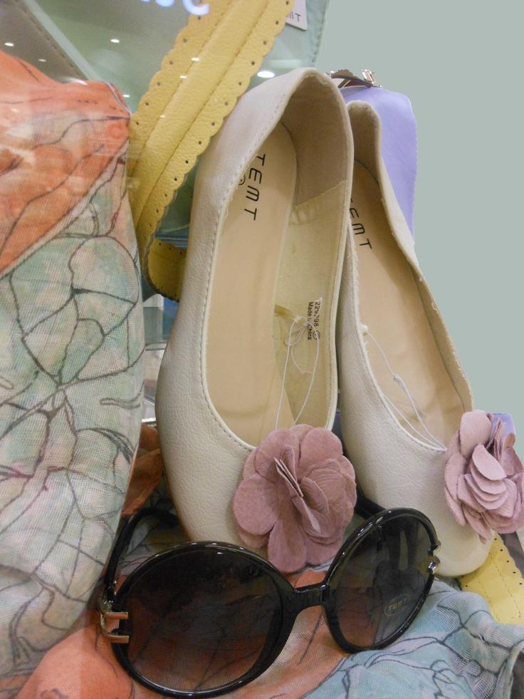 We <3 Pastel Accessories! Temt - Handbag (Mint), Belt (Lemon), Scarf,   Sunglasses, Closed toe shoe.