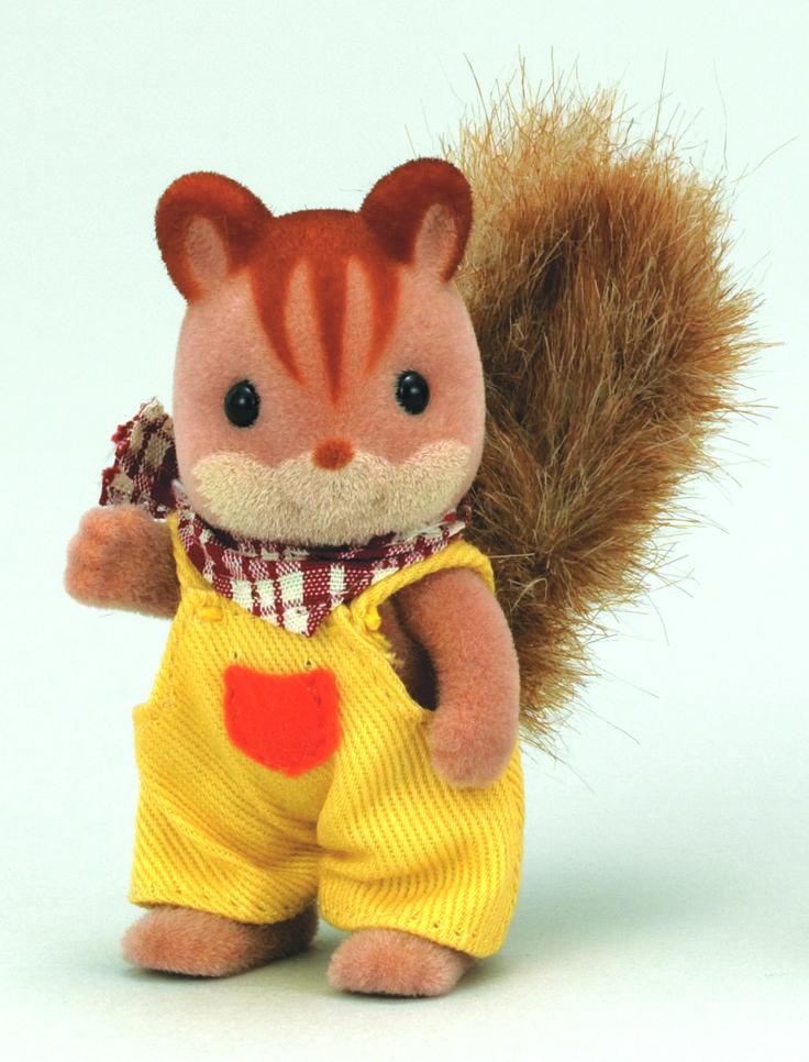 Walnut Squirrel Family Brother - Ralph Που τον χάνεις που τον βρίσκεις πάνω στα δέντρα να σκαρφαλώνει. Όλοι στο χωριό πιστεύουν πως ο Ralph έχει σκαρφαλώσει σε όλα τα δέντρα του χωριού.