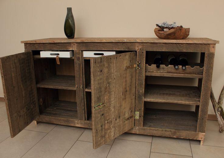 Dressoir-kast met geïntegreerd wijnrek en opberglades van gebruikt pallethout.