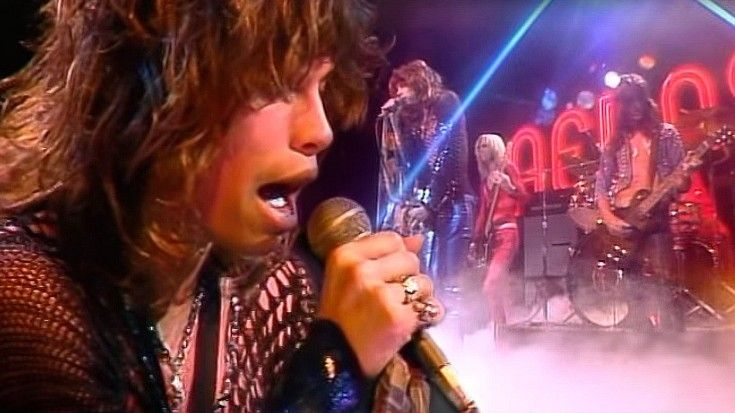 """Hear 26-Year-Old Steven Tyler's NATURAL Voice In 1974 """"Dream On"""" Performance 