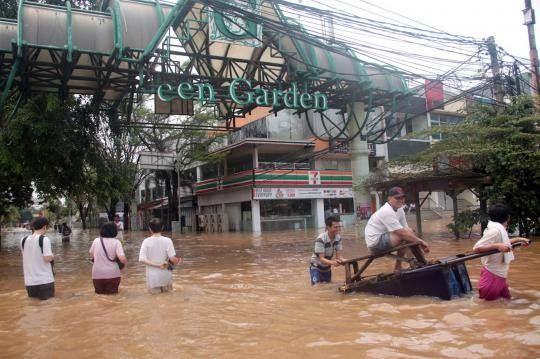 Banjir Jakarta 13 jan 2014 .. Green garden ..