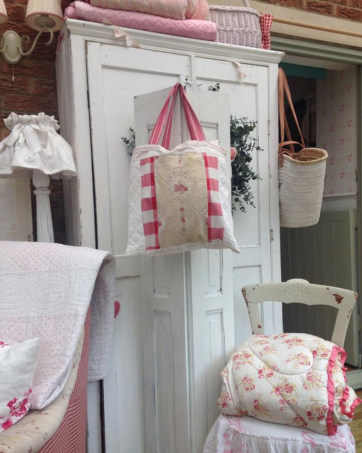 I love vintage eiderdowns for display, also partial to bags made from French fabric, mind you I like anything vintage and pretty #vintagefabricbag#vintageeiderdown#vintagefrenchshutter#vintagecupboard#mystyle#myhome#countryliving#oxford#
