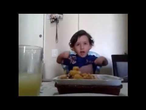 Ten chłopiec nie chce jeść mięsa bo... //