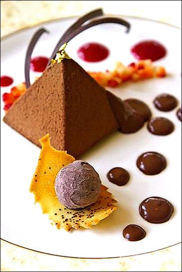 Pendant mon cours de géométrie culinaire, j'ai fait des taches partout ! ;) (From ohlmag.com) L'art de dresser et présenter une assiette comme un chef de la gastronomie... http://www.facebook.com/VisionsGourmandes Participez également au Club en partageant vos réalisations personnelles… https://www.facebook.com/groups/VisionsGourmandesLeClub/ . > Photo à aimer et à partager ! ;) #gastronomie #gastronomy #chef #presentation #presenter #decorer #plating #recette #food #dressage #assiette