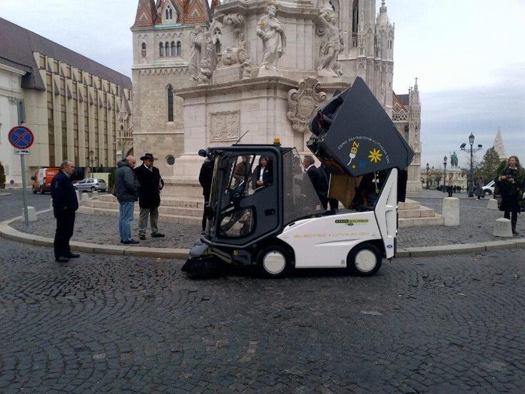 Barredora Tennant 500ze en Budapest, la primera barredora vial eléctrica