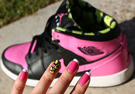 Matching nails and trainers..