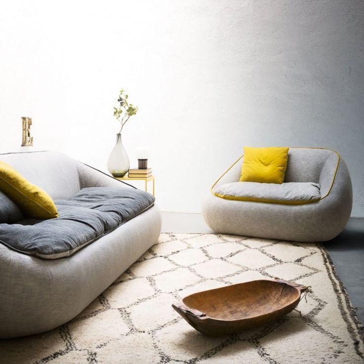 Bamboo è un #divano dalla forma morbida e avvolgente. Questo divano può essere caratterizzato da finiture bicolore create dalle cuciture perimetrali e dalle sedute. Disponibile in quattro larghezze e in versione #poltrona. Scoprite sul nostro sito le diverse tipologie di tessuto disponibili! #AlfDaFrè: #MyHabitat - #livingroom #living #zonagiorno #couch #armchair #interiordesign #arredo #arredamento #furniture