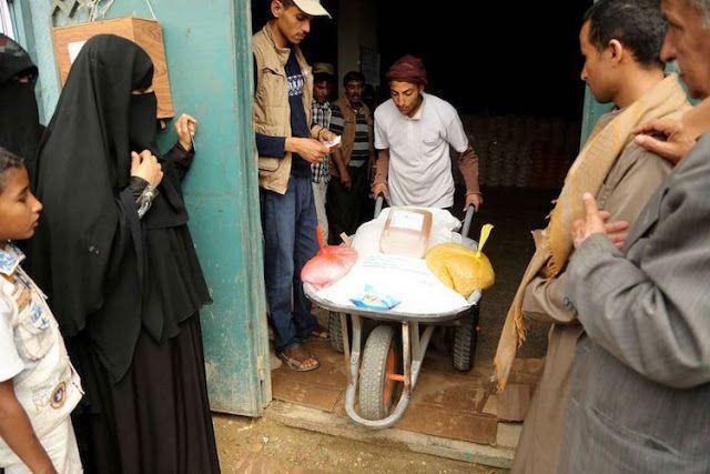 """Yaman dalam darurat pangan  Warga Yaman membutuhkan bantuan makanan  Petani Yaman membutuhkan bantuan segera agar dapat menghasilkan pangan dan memberi lapangan pekerjaan bagi warga menurut organisasi pangan dunia FAO. Perang Yaman yang telah berlangsung selama 2 tahun membuat setengah populasi negara berada dalam kelaparan menghancurkan ekonomi dan mengganggu persediaan makanan. Menurut PBB setengah dari 22 provinsi Yaman berada dalam kategori """"kondisi darurat pangan"""". Kategori ini…"""