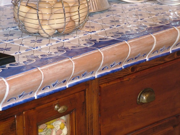 cucina-in-muratura-con-piastrelle.jpg (806×605)