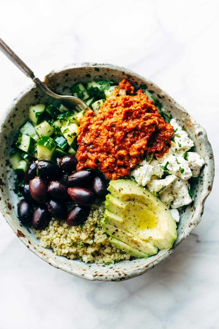 Dinner Recipes: Mediterranean Quinoa Bowl With Roasted Red Pepper Sauce