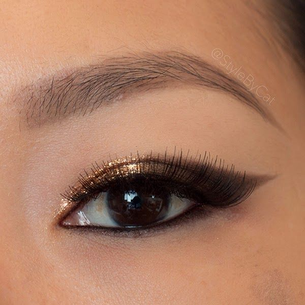 Metallic bronze gradient cat eye makeup. Urban Decay naked and Stila Magnificent Metals Foil Finish eyeshadow in Comex Gold. Asian eye makeup.