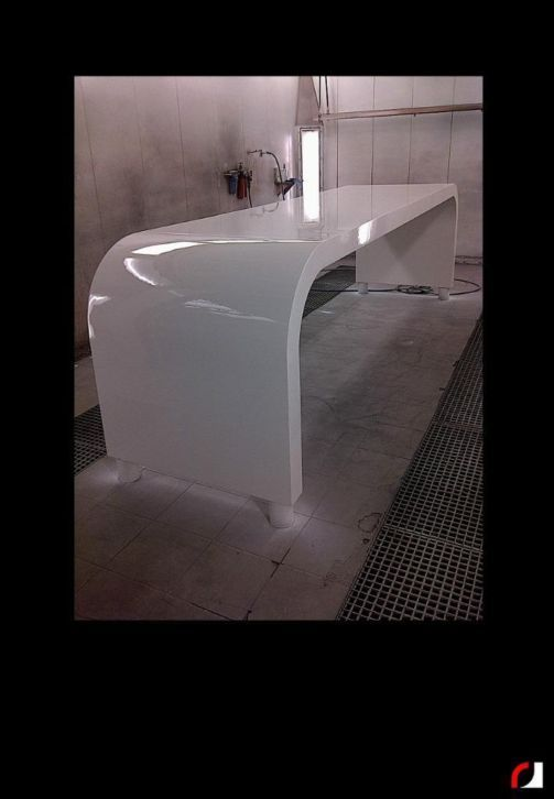 Lange design tafel hoogglans wit gespoten!   #Meubelspuiterij #tafel #Interieurspuiterij #Spuiterij #Spuiten #Verven #renoveren #Restylen #Parkstad #Heuvelland #Limburg #Kerkrade #Design