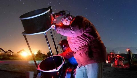 On June 3rd, 22 teams of observers in South America and South Africa tried to learn something about distant 2014 MU69, which New Horizons will visit in early 2019. The post Observers Track New Horizons Next Target appeared first on Sky & Telescope.