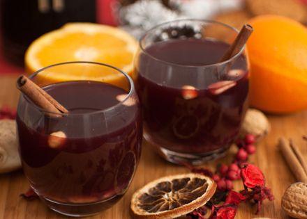 2 francia pirítós, 2 pohár forró teával vagy forralt borral a Why Not Café-ban, 2 fő részére!