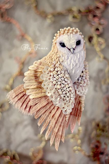 Êîïèÿ ðàáîòû ìèíèàòþðíàÿ áðîøü - ñîâà Ñèïóõà....stunningly beautiful felt and beaded birds...you must see these different birds...great inspiration!