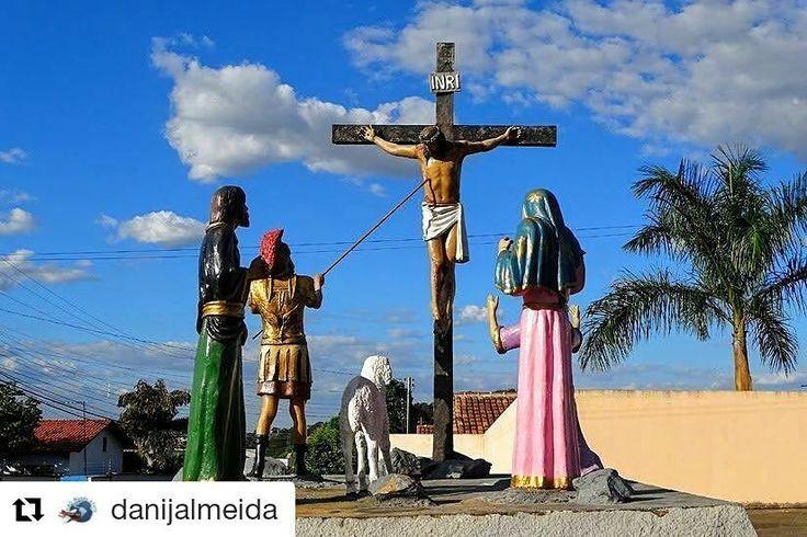 Sexta-Feira da Paixão - momento de reflexão. Jesus morreu por nós. http://ift.tt/29yAnSM #mundoafora #dedmundoafora #travel #viagem #tour #trip #travelblogger #travelblog #braziliantravelblog #blogdeviagem #rbbviagem #instatravel #blogueirorbbv #ap  #goias #mtur #vivadeperto #hotelrivieraprive  #taxitur #caldasnovas #trindade #divinopaieterno #blogueirosdeviagem #voegol  #jesuscristo #sextafeiradapaixao #paixaodecristo @ministeriodoturismo