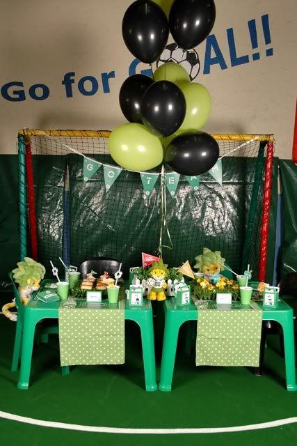 Mesa y decoración para una fiesta fútbol / Table and decoration for a soccer party