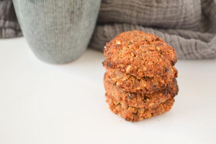 Deze friszoete hazelnoot koekjes, zijn gemaakt met appel en limoen en worden verder alleen gezoet met wat rozijnen. Lekker en gezond voor jong én oud!