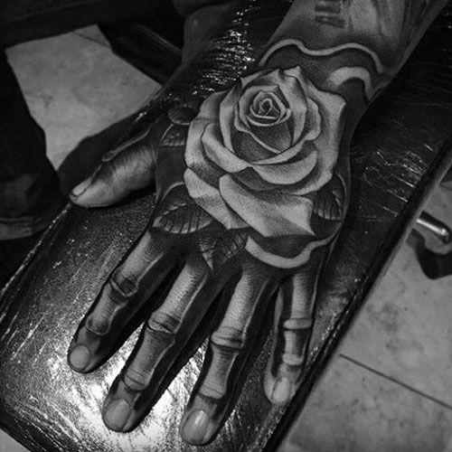 51 Rose Tattoos für Männer 2019 -   Tattoo handrücken