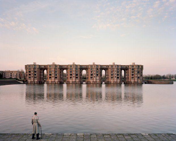 Jacques, 82 lata, mieszkaniec osiedla Le Viaduc et les Arcades du Lac, w Montigny-le-Bretonneux. Projekt Katalończyka Ricardo Bofilla