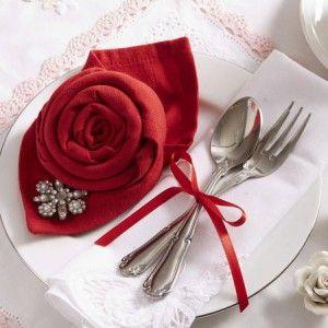 Servietten falten: Rose zum Valentinstag