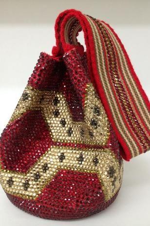 La mochila Wayúu, una pieza de lujo por Silvia Tcherassi -  Colombia, me encanta!!