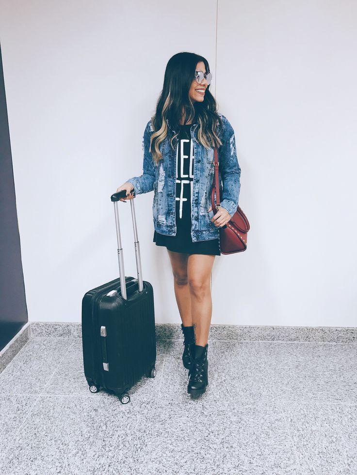 Look aeroporto aerolook. Jaqueta jeans + vestido e bota.