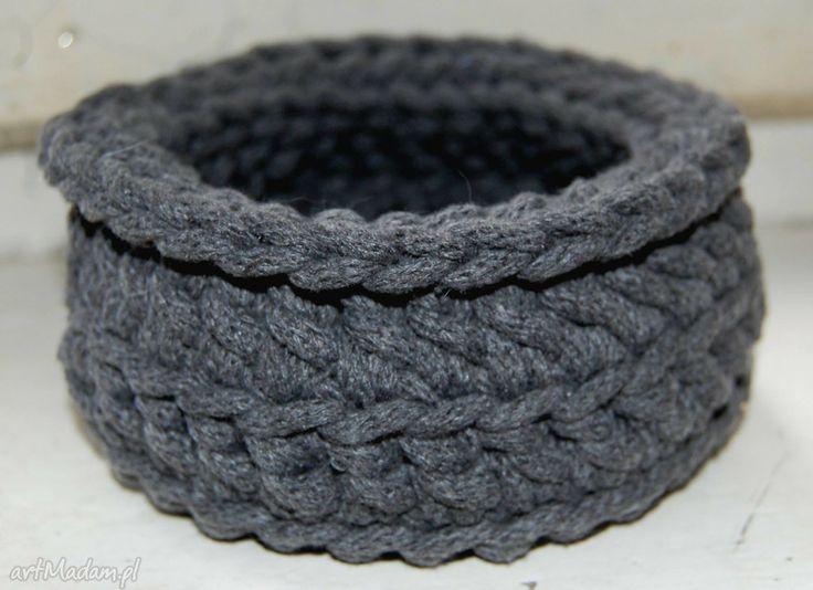 Mały koszyczek wykonany ze sznurka bawełnianego. $9