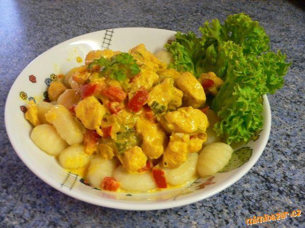 Úžasné kuřecí masíčko se zeleninou ve smetanové kari omáčce s noky I pro děti