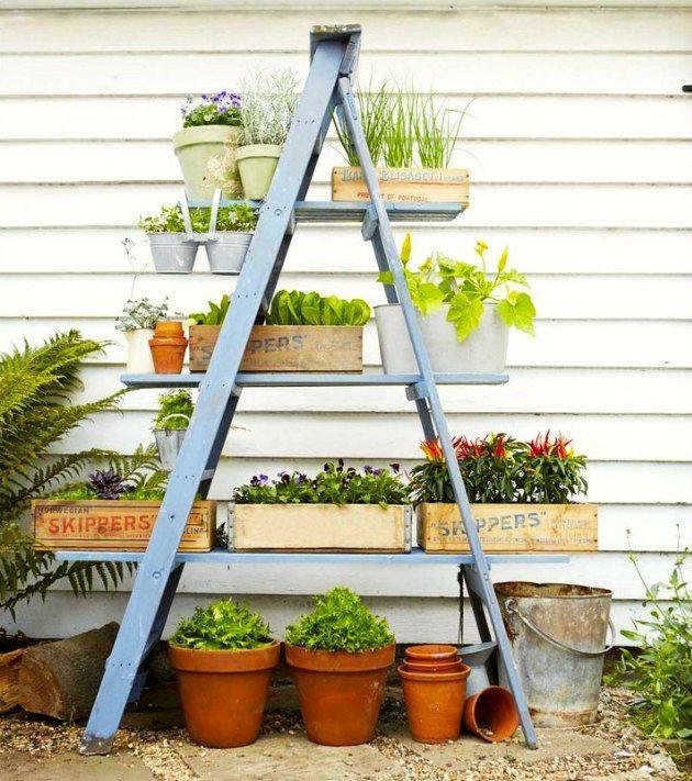 Se hvor let en gammel stige kan blive til en flot plante-reol - Tina Dalbøges kreative påfund
